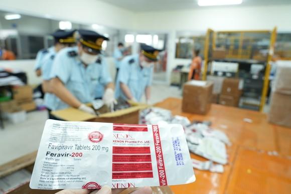 Bắt lô hàng hơn 60.000 viên thuốc điều trị Covid-19 ảnh 3