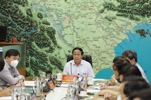 Phó Thủ tướng Lê Văn Thành: 'Không để thiệt hại kép, hết chống bão lại lo chống dịch' ảnh 4