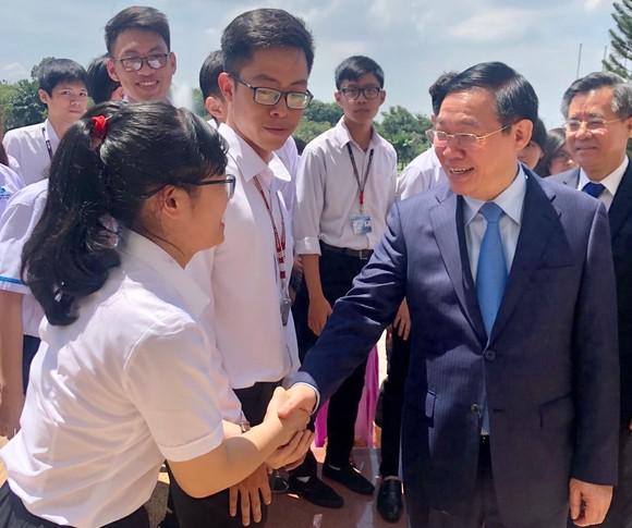 Phó Thủ tướng Vương Đình Huệ nói chuyện với sinh viên về tự chủ đại học ảnh 4