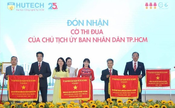 Trường ĐH Công nghệ TPHCM nhận Huân chương Lao động hạng Nhất ảnh 3