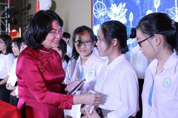 ĐH Quốc gia TPHCM đón nhận danh hiệu Anh hùng Lao động thời kỳ đổi mới ảnh 4