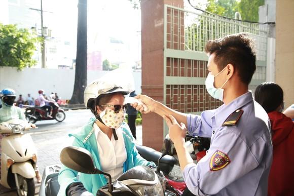 Sinh viên đến cổng trường thì nhận thông báo nghỉ học, lý do: Liên quan bệnh nhân 1.342 ảnh 2