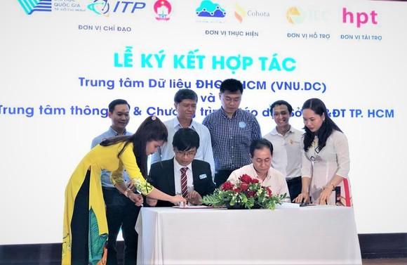 ĐH Quốc gia TPHCM và Sở GD-ĐT TPHCM ký kết hợp tác chuyển đổi số cho giáo dục phổ thông ảnh 1