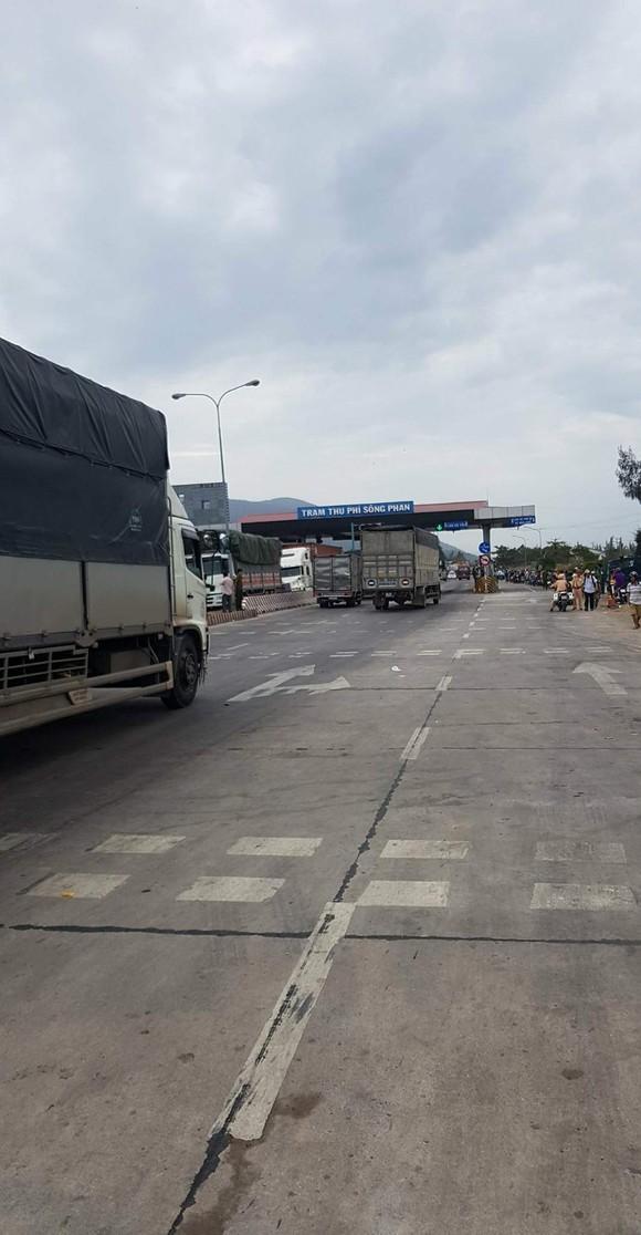 """BOT Sông Phan (Bình Thuận) lại """"thất thủ"""", xả trạm nhưng tài xế không di chuyển ảnh 3"""