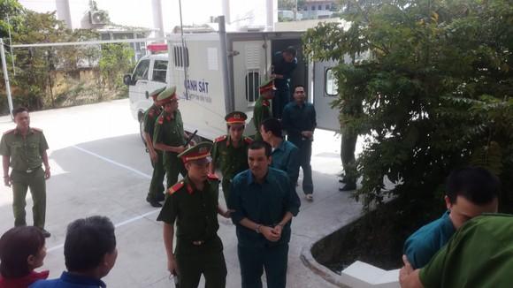 12 bị cáo trong vụ buôn lậu xăng dầu lớn nhất từ trước đến nay lãnh án ảnh 1