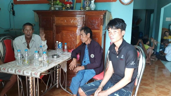 Chìm tàu cá trên vùng biển Bình Thuận, 5 thuyền viên mất tích ảnh 1