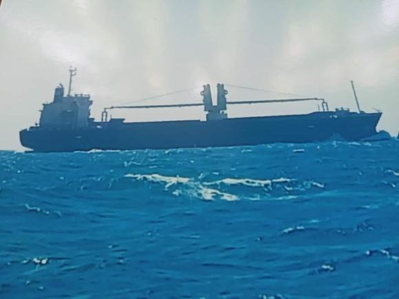 Truy tìm tàu vận tải đâm chìm tàu cá khiến 6 ngư dân rơi xuống biển ảnh 1