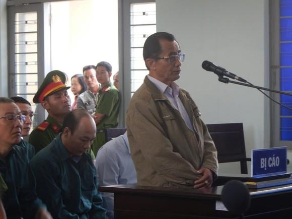 Hoãn phiên tòa xét xử 6 bị cáo là nguyên Chủ tịch, Phó Chủ tịch và lãnh đạo các phòng chuyên môn UBND TP Phan Thiết ảnh 2
