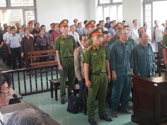 Hoãn phiên tòa xét xử 6 bị cáo là nguyên Chủ tịch, Phó Chủ tịch và lãnh đạo các phòng chuyên môn UBND TP Phan Thiết ảnh 1