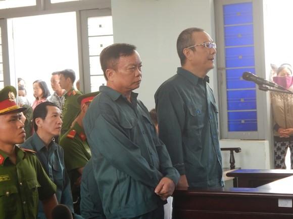 Hoãn phiên tòa xét xử 6 bị cáo là nguyên Chủ tịch, Phó Chủ tịch và lãnh đạo các phòng chuyên môn UBND TP Phan Thiết ảnh 3