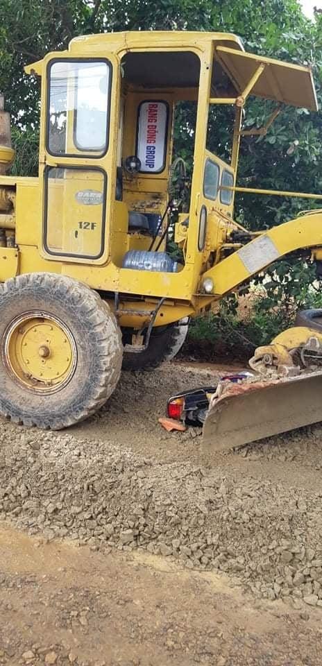 Xe máy bị cuốn vào gầm xe ủi làm đường, bé trai 12 tuổi thiệt mạng ảnh 2