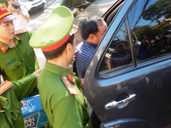 Khởi tố, bắt tạm giam các nguyên lãnh đạo, nhân viên Văn phòng Đăng ký đất đai và Chi cục Thuế TP Phan Thiết ảnh 4