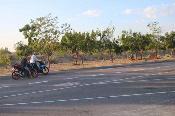 Nhức nhối nạn đua xe trái phép trên cung đường 'tiểu sa mạc' Hòa Thắng - Hòa Phú ảnh 2