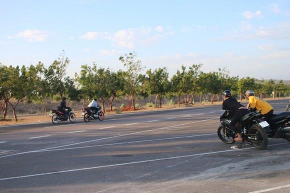 Nhức nhối nạn đua xe trái phép trên cung đường 'tiểu sa mạc' Hòa Thắng - Hòa Phú ảnh 3