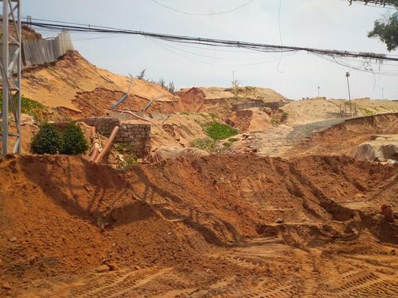 Lũ cát kinh hoàng ập xuống tuyến đường trọng điểm Khu Du lịch quốc gia Mũi Né ảnh 3