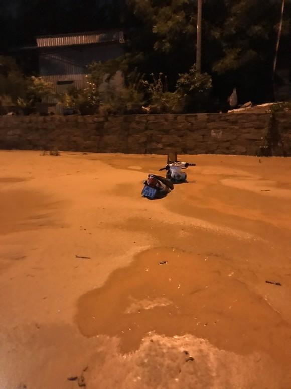 Lũ cát kinh hoàng ập xuống tuyến đường trọng điểm Khu Du lịch quốc gia Mũi Né ảnh 2