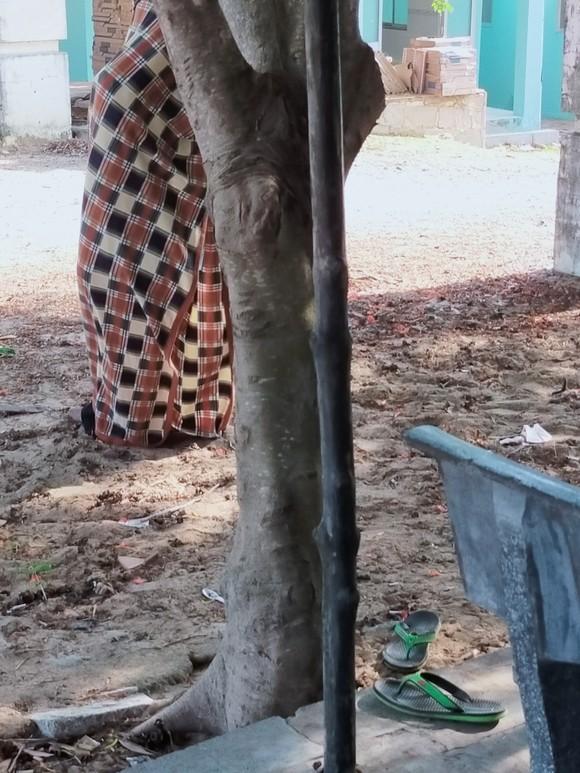 Đi chăn bò thuê, người đàn ông tử vong bất thường trước cổng nghĩa trang ảnh 1