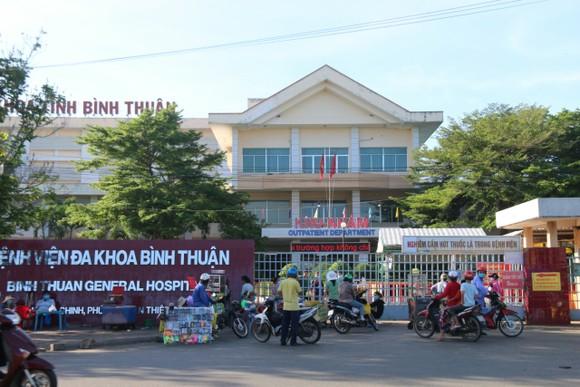 Một bác sĩ nghi mắc Covid-19, phong tỏa một khoa Bệnh viện Đa khoa tỉnh Bình Thuận ảnh 1