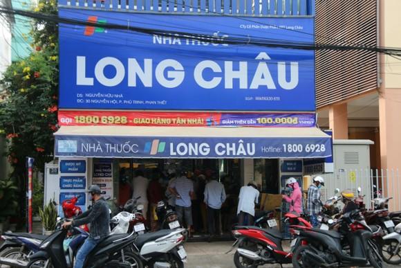 Người dân TP Phan Thiết đổ xô mua sắm trước giờ thực hiện giãn cách xã hội theo Chỉ thị 16 ảnh 5