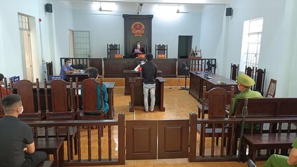 Đối tượng hành hung công an trực chốt lãnh án tù giam ảnh 2