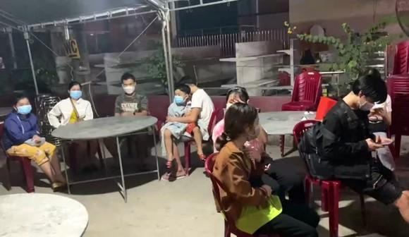 Bình Thuận đề nghị 3 tỉnh phối hợp đưa 15 người trong xe đông lạnh về quê ảnh 1