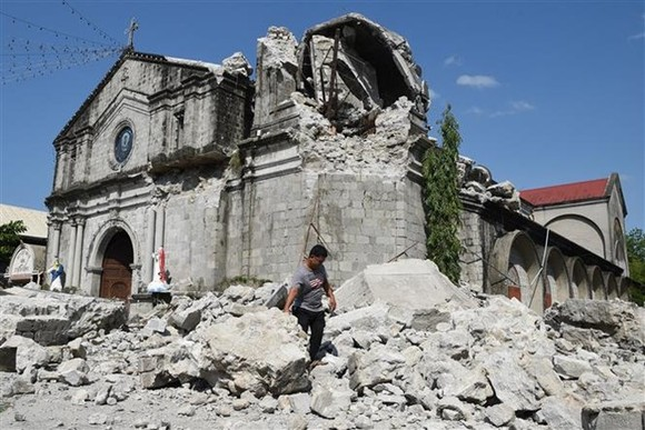 A church in Pampanga province is damaged after the earthquake on April 22 (Photo: AFP/VNA)