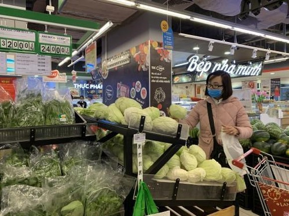 The February consumer price index (CPI) slips 0.17 percent from the previous month.(Photo: VNA)