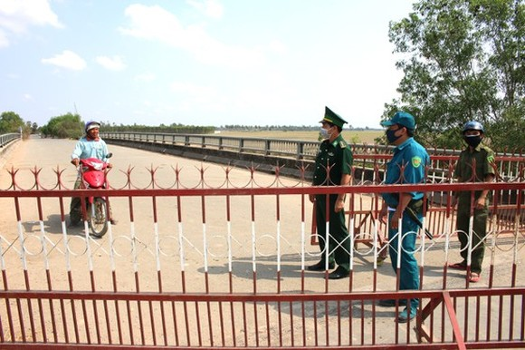 Ca Trot border station establishes a checkpoint in the Mekong Delta province of Long An (Photo: SGGP)