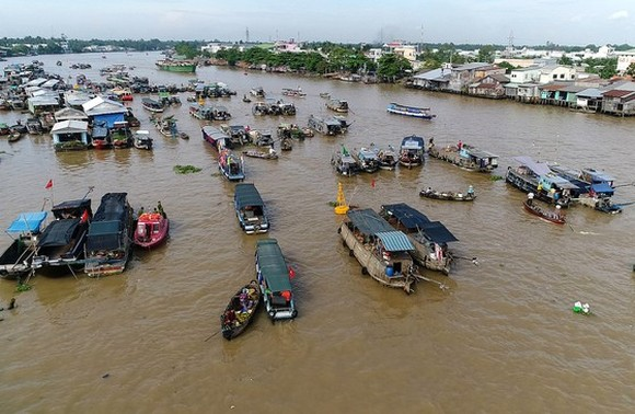 A floating market in the Mekong Delta (Photo: SGGP)