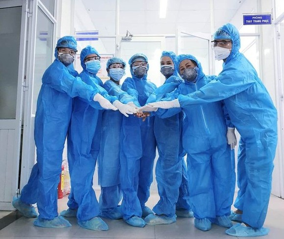 Doctors at Da Nang Hospital showed their determination to curb Covid-19