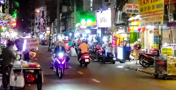A nightly cuisine area on Nguyen Thuong Hien street (Photo: SGGP)
