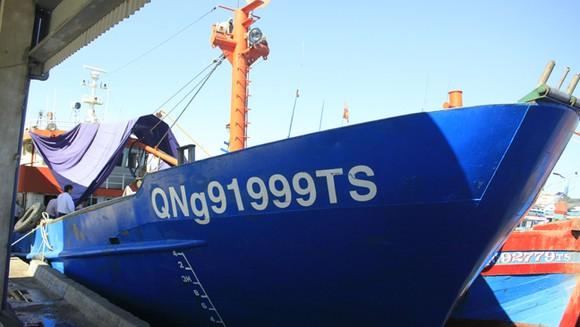 Quảng Ngãi: Ngư dân kiến nghị với bí thư tỉnh ủy về tàu vỏ thép ảnh 2
