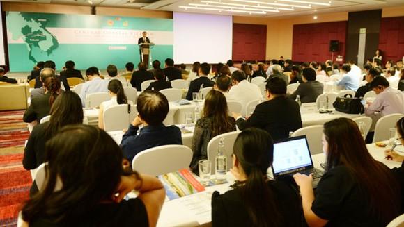 Hơn 200 đại biểu đến tham dự hội thảo