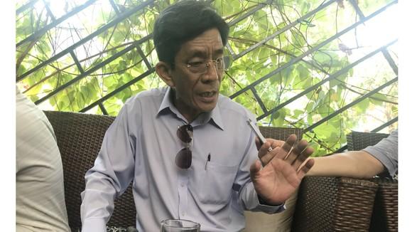 Ông Lê Văn Lung, cùng hàng chục hộ dân khiếu nại ròng rã 10 năm qua,               mong muốn sự việc sớm kết thúc.  Ảnh: KIỀU PHONG
