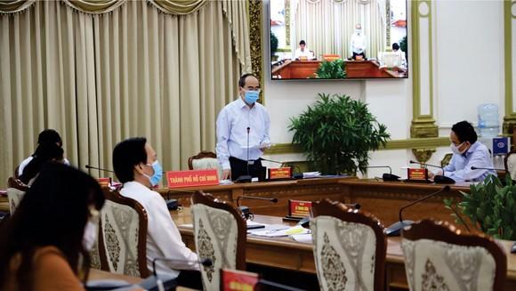 TPHCM kiểm soát chặt chẽ dịch bệnh, nỗ lực khôi phục kinh tế ảnh 1
