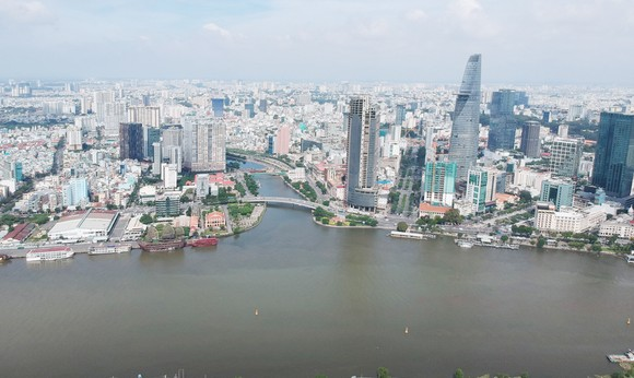 Sông Sài Gòn, nguồn cung cấp nước quan trọng của TPHCM. Ảnh: CAO THĂNG