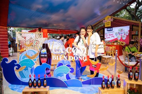 Đến Lễ hội Tết Việt, thưởng thức nước mắm CHIN-SU Cá Cơm Biển Đông ảnh 1