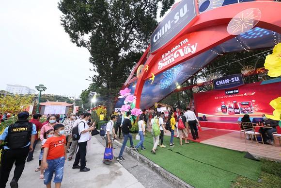 Đến Lễ hội Tết Việt, thưởng thức nước mắm CHIN-SU Cá Cơm Biển Đông ảnh 3