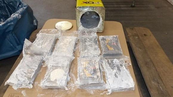Lượng cocaine vừa bị phát hiện được giấu bên trong hơn 1.700 lon thiếc. Nguồn: AFP
