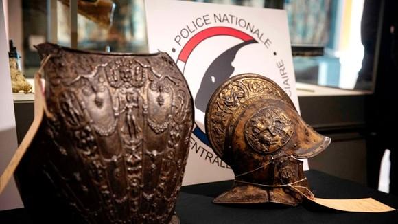 Bảo tàng Louvre tìm được bộ giáp quý