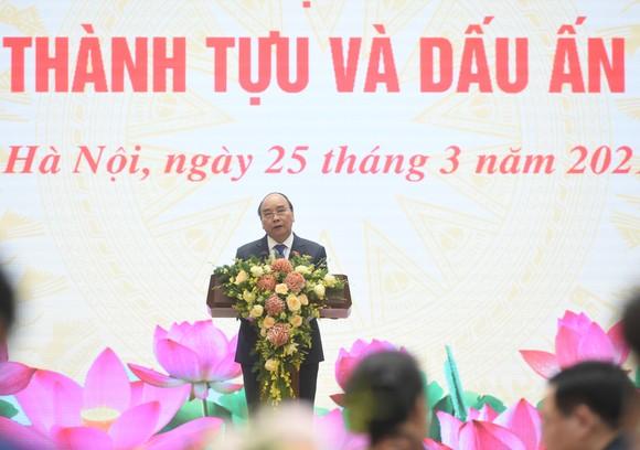 """Thủ tướng Nguyễn Xuân Phúc chia sẻ: """"5 năm qua là một nhiệm kỳ nhiều cảm xúc, là những năm tháng đáng nhớ nhất của cá nhân tôi đến thời điểm này…"""". Ảnh: VGP"""