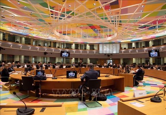 Toàn cảnh một Hội nghị trực tuyến giữa Ngoại trưởng các nước thành viên Liên minh châu Âu (EU) ở Brussels, Bỉ. Ảnh tư liệu: AFP/TTXVN