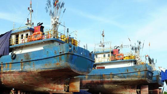 Hàng loạt tàu vỏ thép đóng mới theo Nghị định 67 nằm bờ