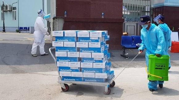 Tặng gần 3 triệu ly sữa và đồ uống cho y bác sĩ, người dân khu vực cách ly tăng cường sức khỏe chống dịch Covid-19 ảnh 3