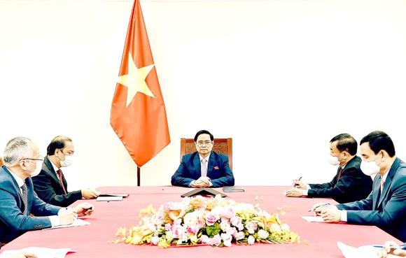 Thủ tướng Phạm Minh Chính điện đàm với Tổng thống Philippines Rodrigo Duterte. Ảnh: TTXVN