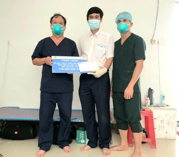 300 triệu đồng tặng y, bác sĩ tuyến đầu chống dịch ảnh 2