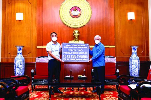 Liên doanh Ô tô Hyundai Thành Công trao tặng 10 xe Solati cứu thương ảnh 1