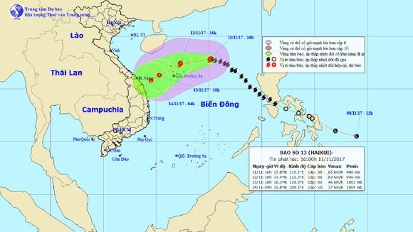 Vị trí và đường đi của bão số 13 tính tới 16 giờ chiều 11-11. Ảnh: TTDBKTTVTƯ