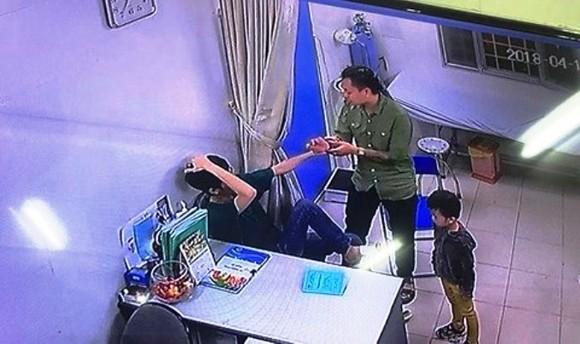 Đang làm đúng quy định, bác sĩ Bệnh viện Xanh Pôn vẫn bị đánh ảnh 2
