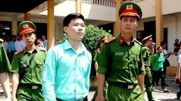 Vụ tai biến chạy thận tại Hòa Bình: Thu hồi chứng chỉ hành nghề của bác sĩ Hoàng Công Lương ảnh 1